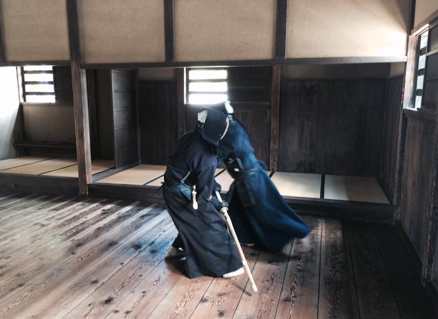 Gekiken-shiai geiko in bōgu practiced with yotsuwari-shinai. This kind of sparring training was practiced by over 90% of all extant ryūha during the late Edo period